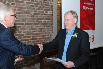 Fred tijdens de uitreiking van zijn diploma van Bachelor in de Cultuurwetenschappen