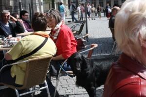 Leuven  Elma en Liesbeth op een terrasje